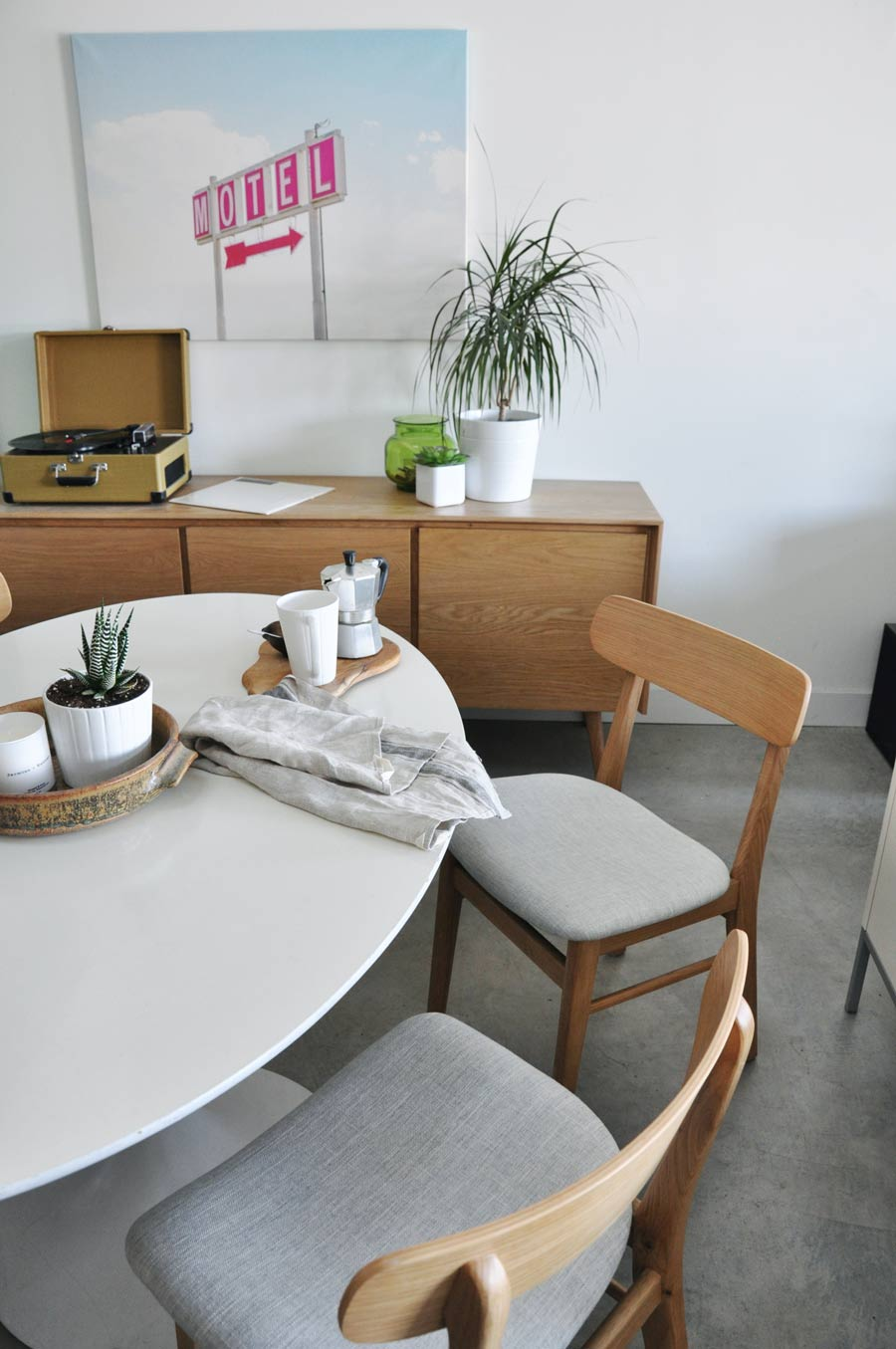 article-chairs-loft-apartment-dining-room